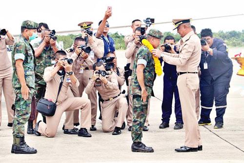 Đặc nhiệm SEAL Thái Lan được vinh danh sau chiến dịch giải cứu. Ảnh: Pattaya Mail.