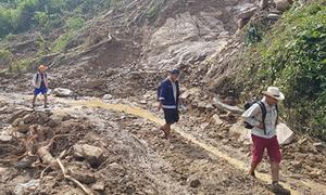 Đất đá sạt lở vùi lấp nhà máy thủy điện ở Yên Bái