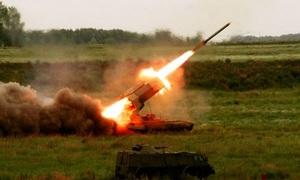 Pháo nhiệt áp Nga trút 'lửa địa ngục' lên mục tiêu trong diễn tập