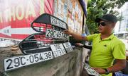 Chuộc biển số ôtô - dịch vụ nở rộ mùa mưa tại Việt Nam