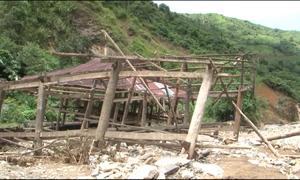 Lũ cuốn phăng nhà, nhiều hộ dân Lai Châu sống tạm trong lều bạt