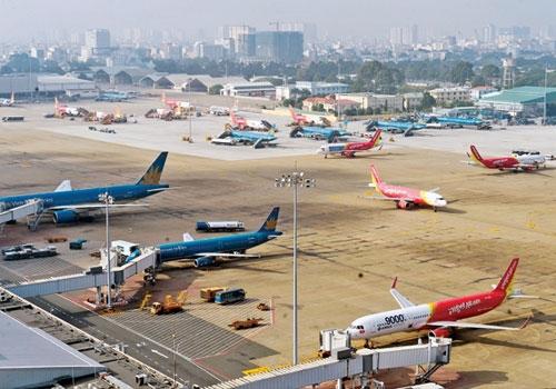 Vé máy bay được bình ổn trong khi giá dịch vụ sân bay tăng. Ảnh minh họa: Xuân Hoa.