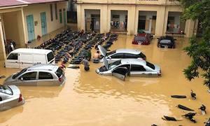 Những hình ảnh mưa lũ tàn phá các tỉnh thành