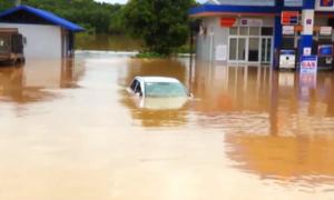 Hàng nghìn ngôi nhà tại Phú Thọ vẫn ngập trong bùn