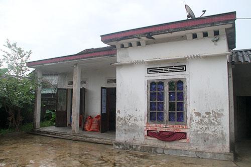Căn nhà cấp bốn nơi hai chị em Trinh sinh sống. Ảnh: Đức Hùng