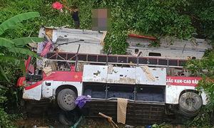 Tài xế khai xe khách mất phanh, lao xuống vực làm 4 người chết