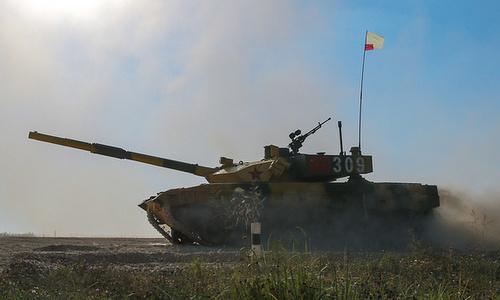 Xe tăng Trung Quốc huấn luyện tại trường bắn Korla năm 2017. Ảnh: TASS.