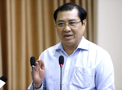Ông Huỳnh Đức Thơ - Chủ tịch UBND TP Đà Nẵng trả lời ý kiến cử tri chiều 24/7. Ảnh: Nguyễn Đông.