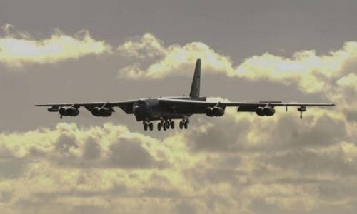 Máy bay ném bom B-52 của Mỹ hạ cánh xuống căn cứ không quân Andersen hồi tháng 1. Ảnh: US AirForce.