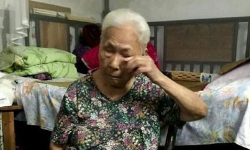 Bà Peng Zhuying kể lại câu chuyện đau khổ của mình. Ảnh: Handout.