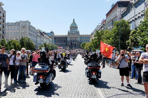 Lễ diễu hành tại thủ đô CH Czech với sự tham gia của đoàn biker Việt Nam.