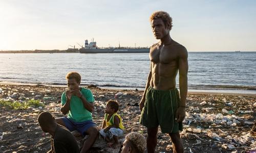 Người dân tại đảo Guadalcanal, Quần đảo Solomon ngày 8/6. Ảnh: NYTimes.