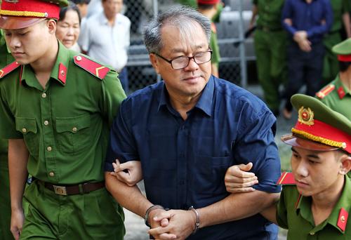Ông Phạm Công Danh đến tòa sáng nay. Ảnh: Thành Nguyễn.