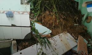 Sạt lở núi khiến nhiều nhà đổ sập ở Lâm Đồng