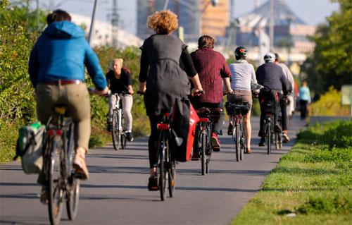 Xe đạp ở Đức phải đủ hệ thống đèn theo quy định. Ảnh: Taz.