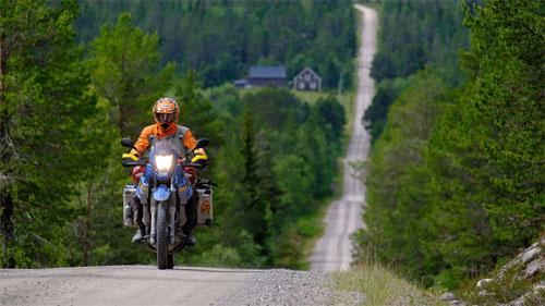 Ở Đức cũng như nhiều quốc gia khác, xe máy dù chạy vào ban ngày vẫn phải bật đèn sáng. Ảnh: Motorradonline.