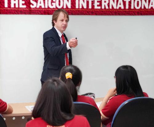 SIU được đánh giá cao với thế mạnh về cơ sở vật chất, điều kiện học tập và nghiên cứu tiêu chuẩn quốc tế.
