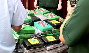 100 bánh cocain trị giá khoảng 800 tỷ giấu trong container phế liệu