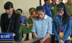 Bảo mẫu bạo hành trẻ ở Sài Gòn khóc nức nở khi nói lời sau cùng