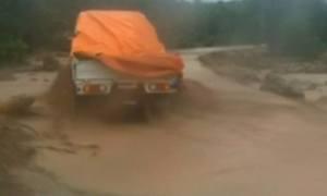 Lào gặp khó khăn trong cứu hộ do đường hư hỏng nặng