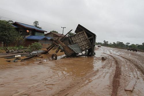 Một căn nhà bị cuốn trôi ở huyện Sanamxay, tỉnh Attapeu. Ảnh: AFP