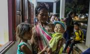 Đêm ở khu lánh nạn sau vỡ đập Lào
