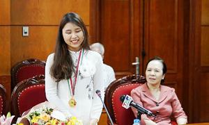 Hải Phòng thưởng 500 triệu đồng cho nữ sinh đoạt HCV Olympic Sinh học