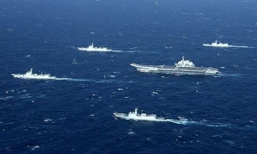 Biên đội tàu sân bay Liêu Ninh hoạt động gần eo biển Đài Loan năm 2017. Ảnh: SCMP.