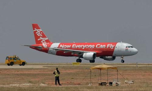 Một máy bay của AirAsia chuẩn bị cất cánh ở Bangalore, Ấn Độ hồi tháng 3/2018. Ảnh: AFP.