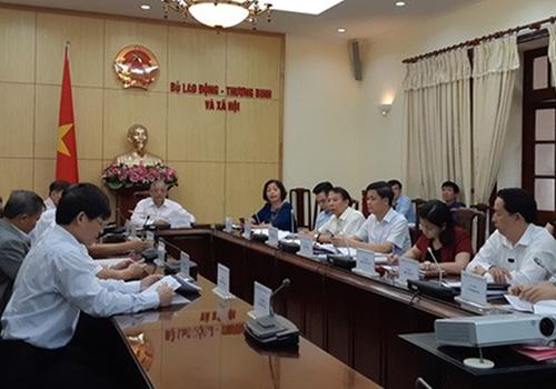 Hội đồng Tiền lương Quốc gia họp phiên thứ hai sáng 26/7. Ảnh: Anh Duy.