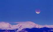 Tại sao ban ngày vẫn thấy được Mặt Trăng?