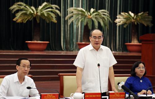 Bí thư Thành ủy TP HCM Nguyễn Thiện Nhân chủ trì hội thảo. Ảnh: Thiên Ngôn.