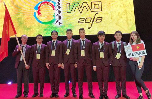 Đoàn học sinh tham dự Olympic Toán quốc tế 2018 của Việt Nam.