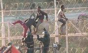 Hơn 700 người di cư tấn công biên phòng tại vùng lãnh thổ của Tây Ban Nha