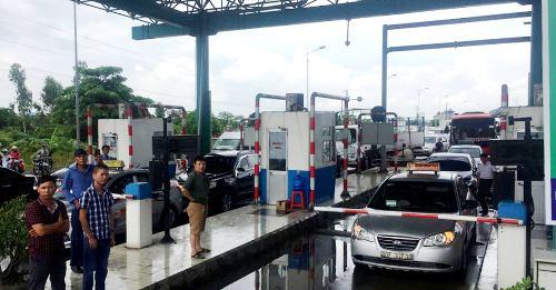 Ngày 26/7, trước sự phản ứng của nhiều chủ phương tiện, chủ đầu tư buộc phải xả trạm Mỹ Lộc trên đường tránh thành phố Nam Định. Ảnh: CTV