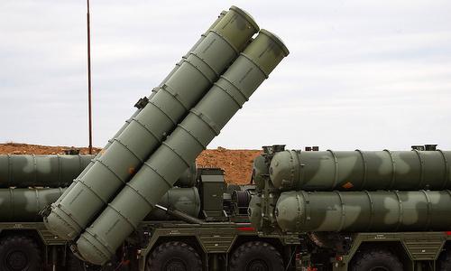 Bệ phóng tên lửa thuộc tổ hợp S-400 của Nga triển khai đầu năm 2018. Ảnh: TASS.