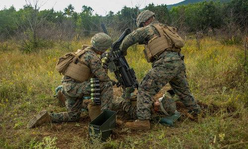 Lính Mỹ sử dụng súng phóng lựu tự động Mk 19 trong cuộc tập trận tại Bulgaria. Ảnh: USMC.