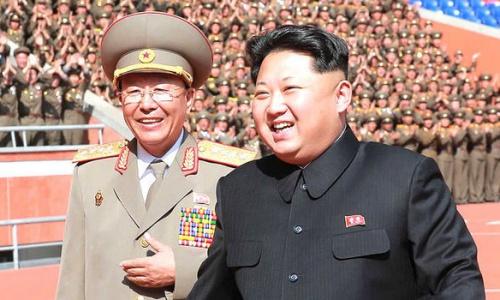 Ông Ri Yong-gil, trái, và lãnh đạo Triều Tiên Kim Jong-un. Ảnh: AFP.