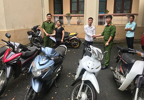 Ngày 25/7, Công an TP Lào Cai trao trả nhiều chiếc xe bị trộm cắp cho người dân.