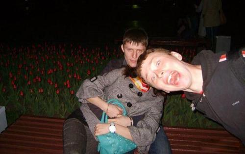 Hậu quả của việc chụp ảnh cặp đôi trước mặt các thanh niên FA.