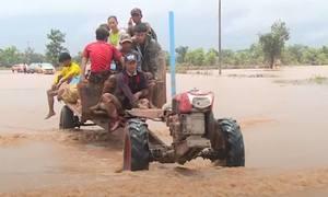 Những cuộc giải cứu ngập trong bùn lầy ở Lào