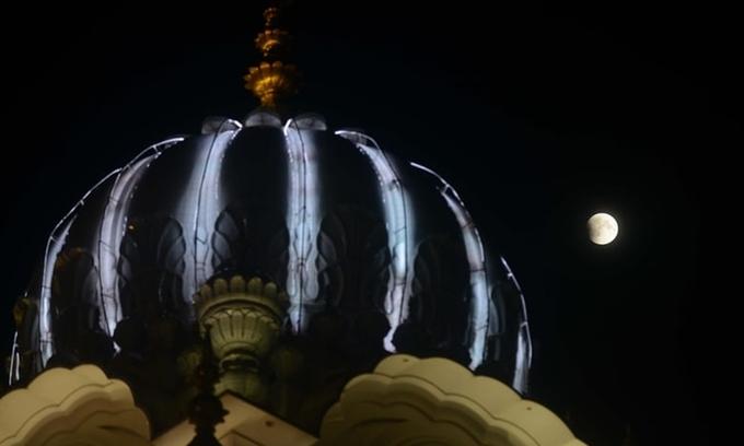 'Trăng máu' thắp sáng bầu trời trong nguyệt thực dài nhất thế kỷ