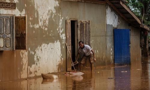 Người dân tại bản Khokkong ở tỉnh Attapeu chịu ảnh hưởng trong vụ vỡ đập. Ảnh: Thành Nguyễn.