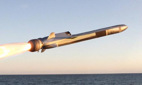 Tên lửa NSM rời bệ phóng trong một thử nghiệm năm 2017. Ảnh: US Navy.