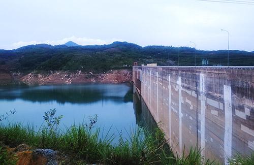 Đập thủy điện Sông Tranh 2 - nơi xảy ra động đất chụp chiều ngày 27/7. Ảnh: Đắc Thành.