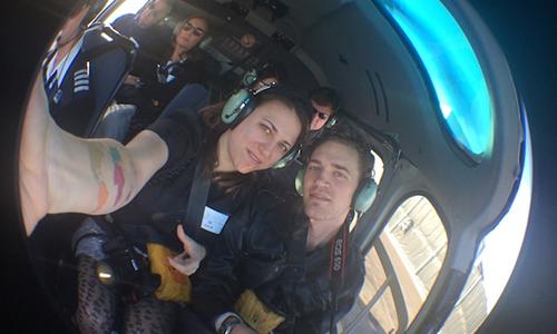 Michael Burdge (phải) và Julia Mesner Burdge trong buổi hẹn hò đầu tiên trên một chuyến bay bằng trực thăng ở công viên quốc gia Grand Canyon, bang Arizona, Mỹ năm 2014. Cả hai cùng nhau đi khắp thế giới kể từ ngày đó. Ảnh: Zero Waste Saigon.