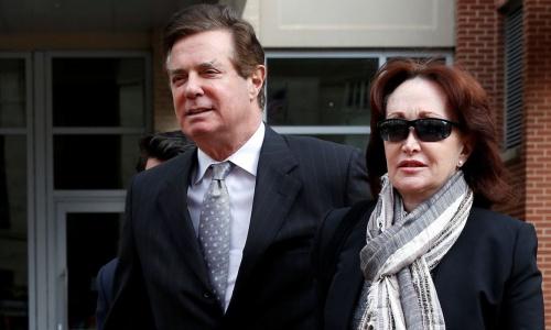 Ông Manafort và vợ. Ảnh: Reuters.