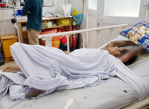 Phong đang điều trị tại bệnh viện. Ảnh: Sơn Hòa
