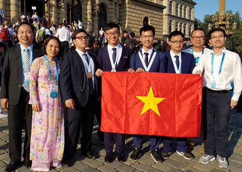 Đội tuyển Việt Nam tham dự Olympic Hoá học quốc tế 2018.
