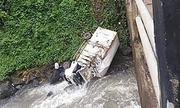 Xe cứu trợ vỡ đập Lào đâm xuống sông, một người thiệt mạng